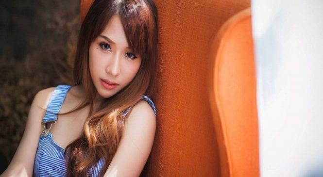 """Nữ thần Rui Sahoke """"nghiện"""" mặc áo yếm không nội y"""